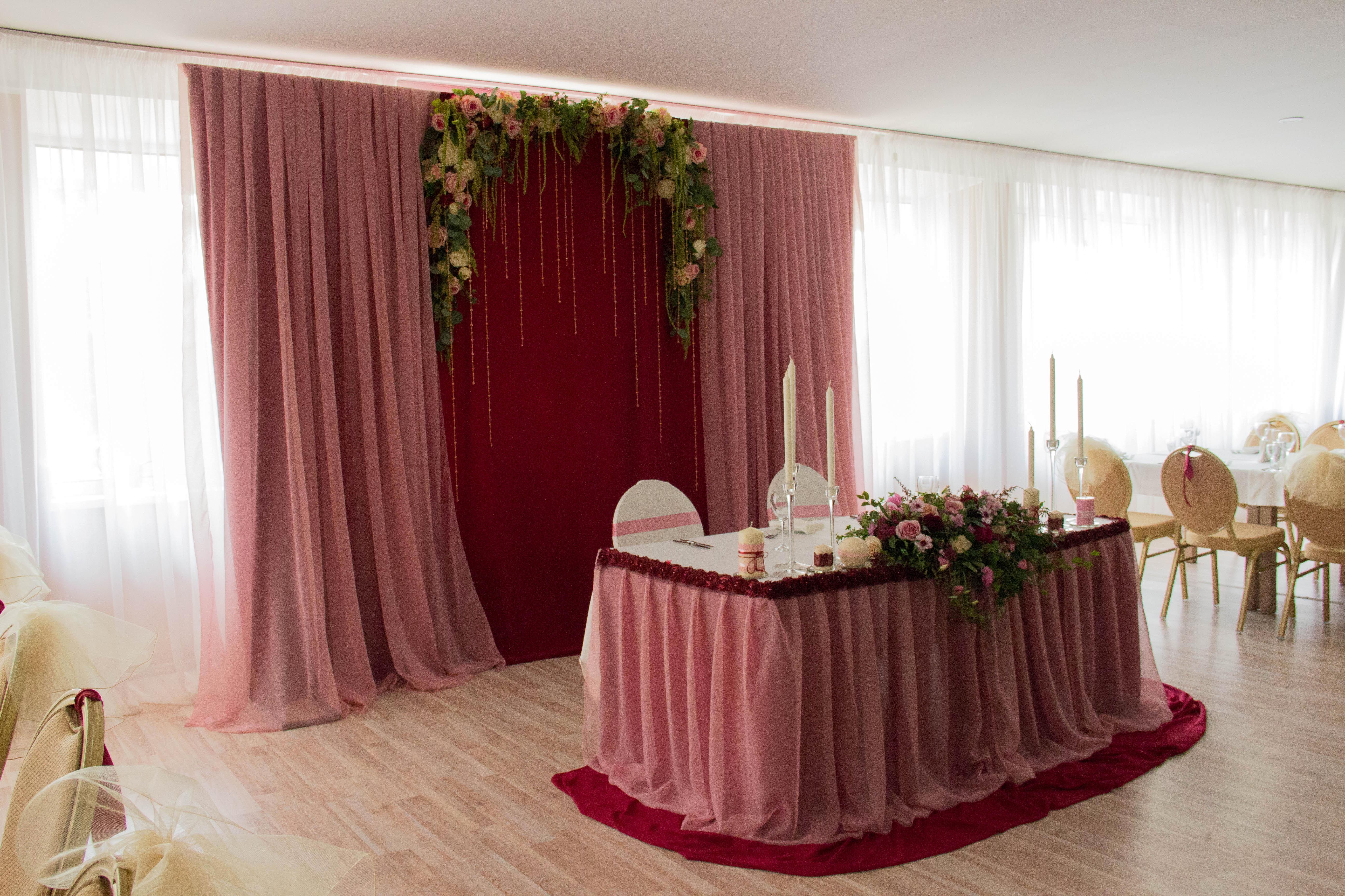 Свадьба в цвете марсала оформление зала фото дизайн