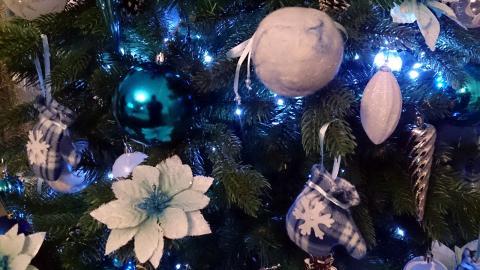 Украшение новогодней ели