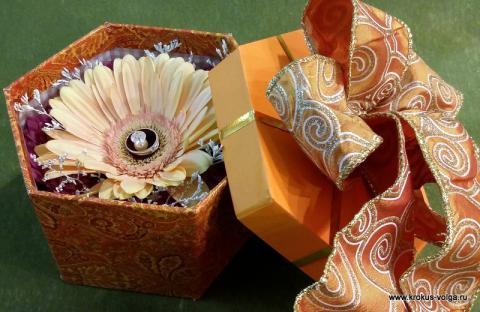 Коробочка с цветами для помолвки