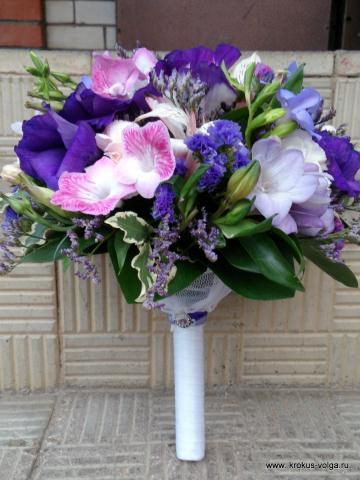 свадебный букет в фиолетово-розовой гамме