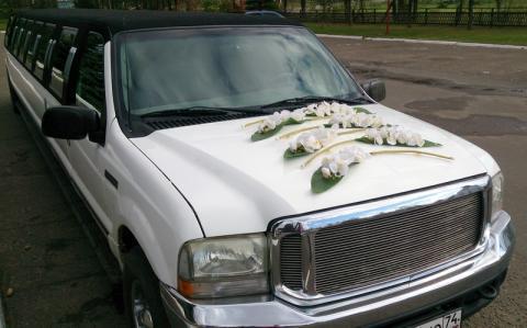 стильное украшение свадебного лимузина