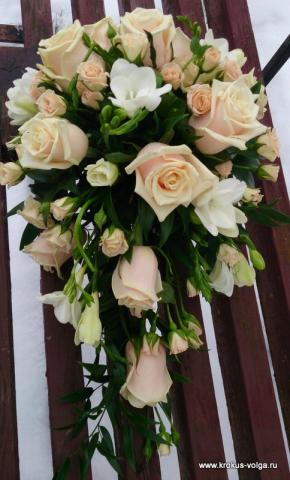 свадебный букет из персиковой розы