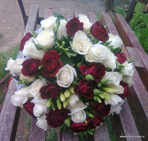 красно - белый свадебный букет