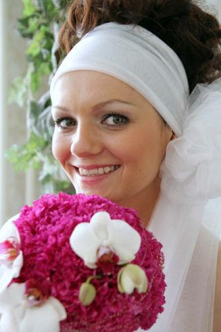 яркий свадебный букет с фаленопсисами