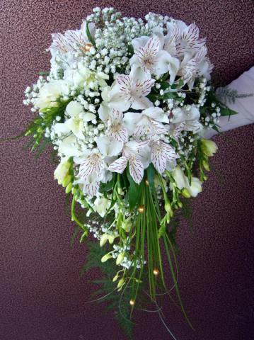 свадебный букет из альстромерий белый
