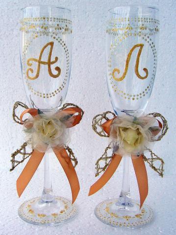 Свадебные бокалы с инициалами.