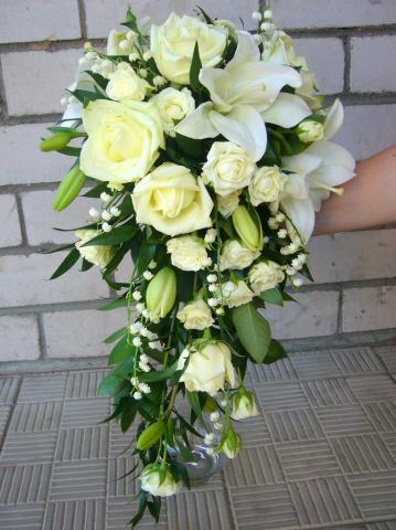 свадебный букет каплевидной формы
