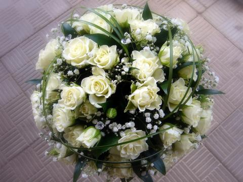 свадебный букет белый с дополнениями
