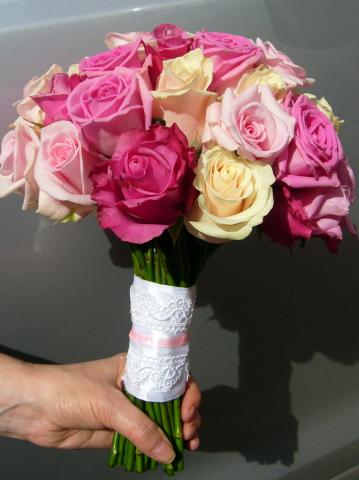 свадебный букет из разных сортов роз