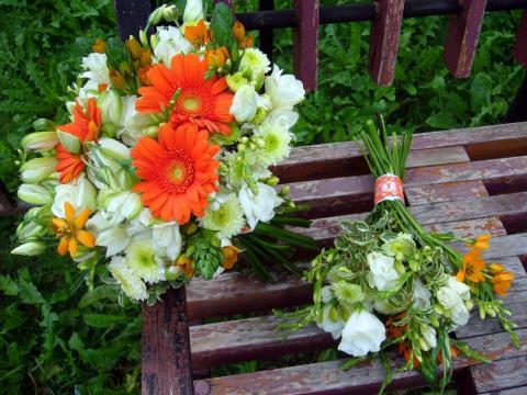 свадебный букет с оранжевой герберой