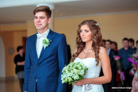 Свадебный букет из дендробиумов и фрезий