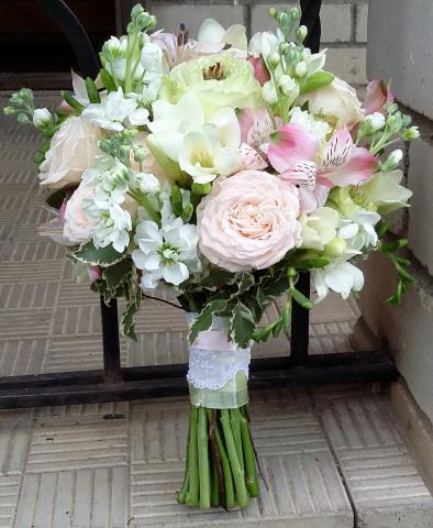 свадебный букет в нежной пастельной гамме