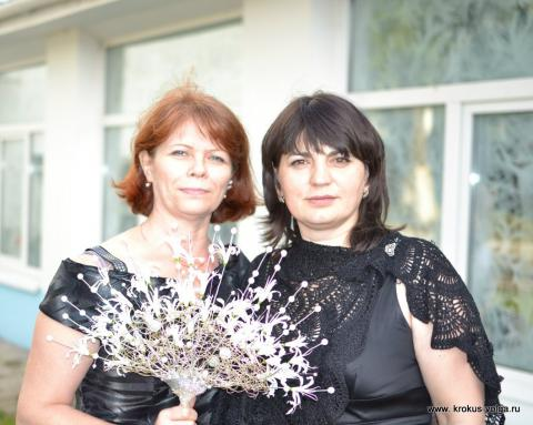 С букетом невесты))