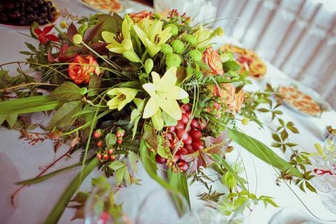 Оформление гостиной цветами