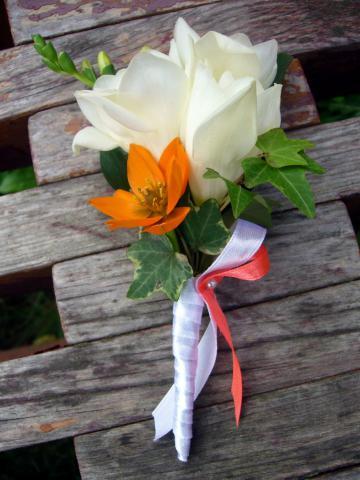 Оранжевая свадьба-бутоньерка для жениха