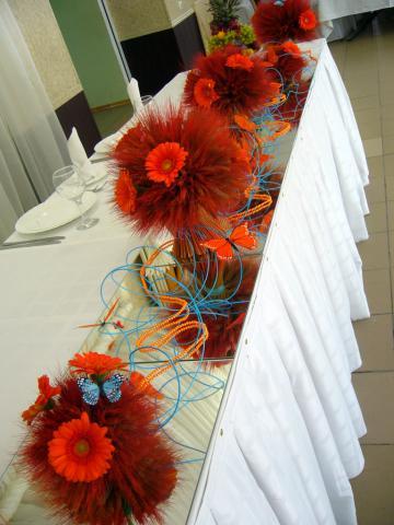 """Оранжевая свадьба.Композиция на столе молодых.Ресторан """"Козловы горы"""""""