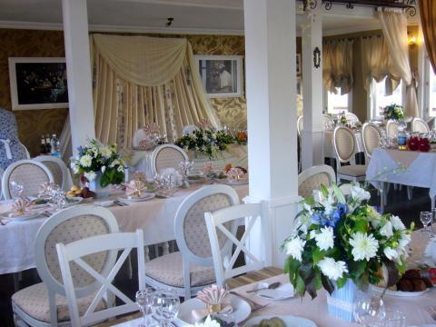 композиция на стол гостей